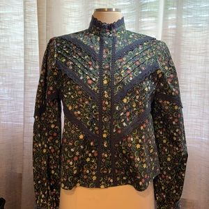 Simons icone stunning floral and lace blouse